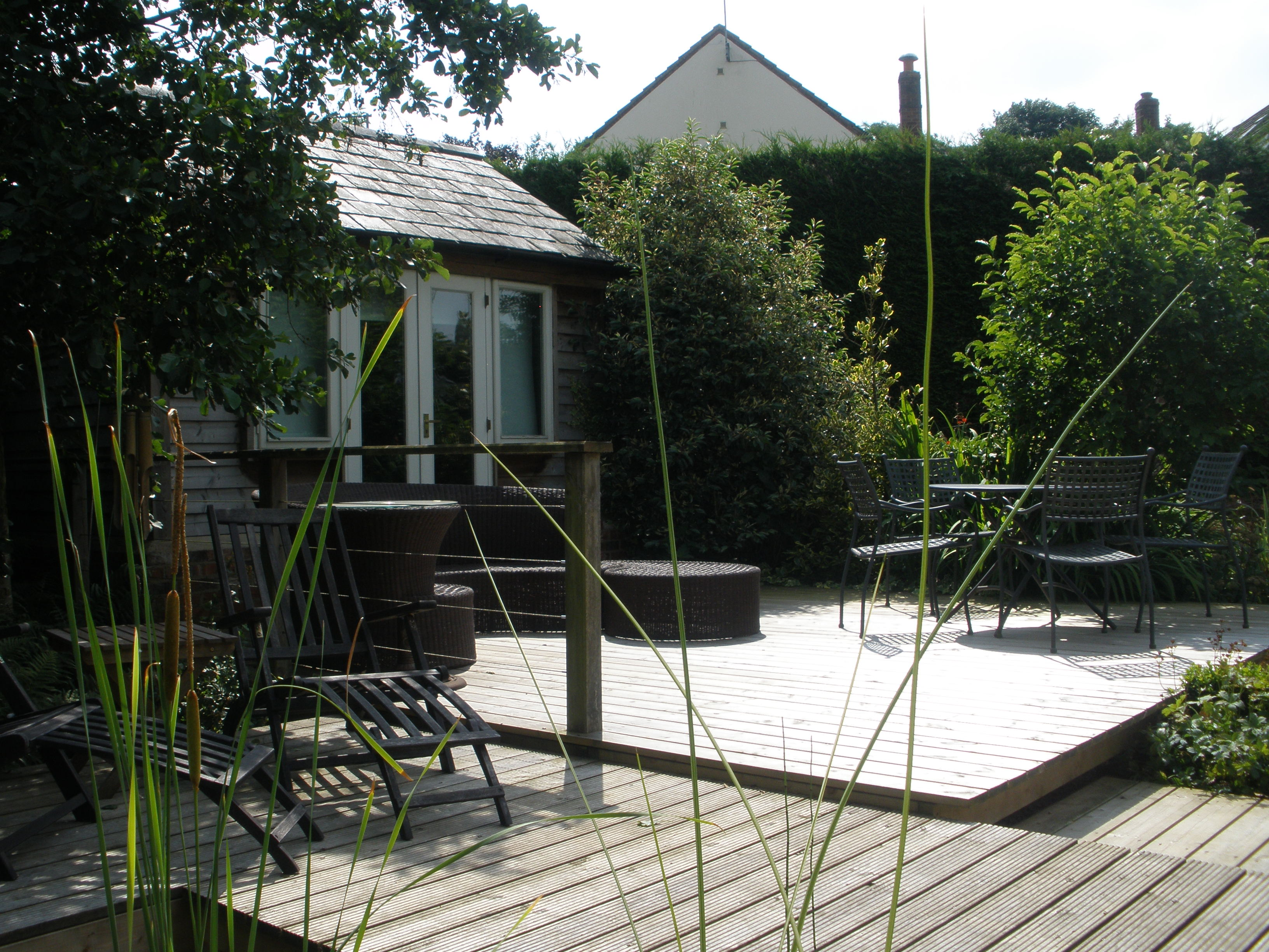 Bicester decking l a services ltd garden design for Garden design service